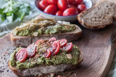 Avocado pesto sauce by Greek chef Akis Petretzikis! This pesto sauce is not only meant for pasta! Serve it as an appetizer with bruschetta or fresh vegetables! Avocado Pesto, Fruit Preserves, Pesto Sauce, Great Appetizers, Fresh Vegetables, Healthy Recipes, Healthy Food, Clean Eating, Favorite Recipes