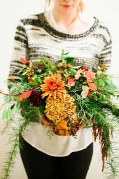 This would work beautifully with Australian natives! -  for more wedding inspo visit http://www.smaggle.com