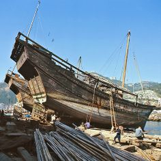 Old fishing trawler, Aberdeen Hong Kong Aberdeen Hong Kong, Junk Ship, History Of Hong Kong, Wooden Model Boats, Shanty Boat, Ocean Storm, Make A Boat, Boat Projects, Scenery Photography