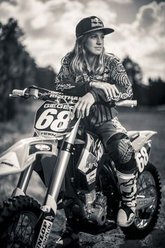 Endurocross rider Tarah Geiger on getting nude and fixing her own bike | GrindTV.com