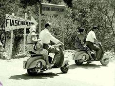 Arrivo in Vespa al campeggio Touring di Fiascherino © archivio Touring club italiano.