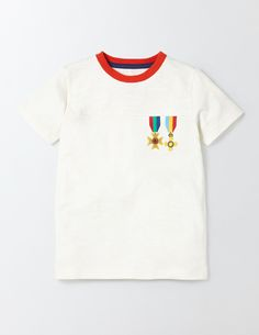 I m crazy about this medals t-shirt! Mini Boden 4985e12fd