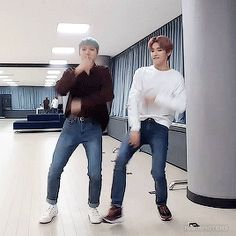 "Mood: the move taeyong did when the song said ""pull up"""