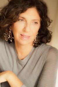 Da Bari alla blogosfera: storia del successo della stilista di gioielli Regina Gambatesa, preferita da fashion icon come Anna Dello Russo e Viviana Volpicella. Must: i serpenti