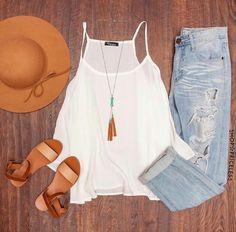 ¡Utiliza tus jeans rasgados en el verano! Aquí te decimos como. #OutfitIdeas…