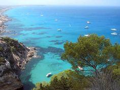 Una de las bellas calas de Formentera (Baleares)