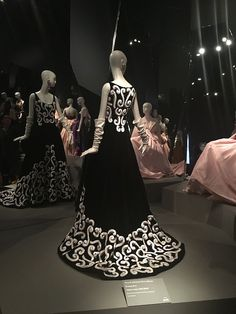 Have a love for Oscar de la Renta and fashion as much as I do? Head to the blog to read about my Saturday at the Oscar de la Renta Retrospective at the deYoung!