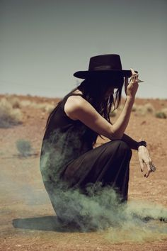 Hat, maxi skirt and smoke #style #fashion
