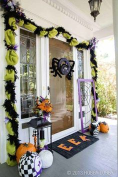 Hobby Lobby never fails to inspire and impress me. If you have a white home, I think this mix of black, green, and purple is perfect for Halloween – and how about that Halloween garland? Plus Boo-tiful Porch Halloween Ideas and Patio Inspiration on Frugal Coupon Living.