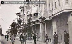 Bakırköy İstasyon Caddesi, sol üstte İstasyon karşısında köprü Old Photos, Vintage Photos, Istanbul Pictures, Turkey History, Historical Pictures, Istanbul Turkey, Illustrations, Once Upon A Time, Twitter