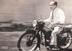 Soichiro Honda Classic Honda Motorcycles, Honda Bikes, Soichiro Honda, Motos Vintage, Old Photography, Mini Bike, Bike Trails, Vintage Japanese, Motorbikes