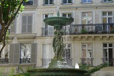 Paris counts around 500 fountains and it was not easy to make a selection of my favourites and write a post about my top five fountains in Paris. Mediterranean Garden, Paris, Mansions, House Styles, Outdoor, Home Decor, Outdoors, Montmartre Paris, Decoration Home
