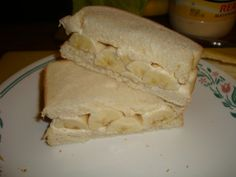 Sandwich w/ white bread, mayo and bananas.