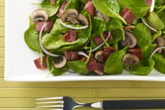 This is a Gluten Free Recipe If you're a carb conscious salad lover, this recipe is for you. It packs protein while staying under 300 calories per serving and is ready in just 15 minutes. Bacon Salad, Spinach Salad, Clean Eating Recipes, Healthy Eating, Bacon Dressing, Salad Recipes, Healthy Recipes, Under 300 Calories, Recipe T