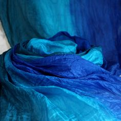 hedvábná šála zeleno-modro-tyrkysová