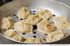 Gedämpfte russische Teigtaschen mit Fleisch