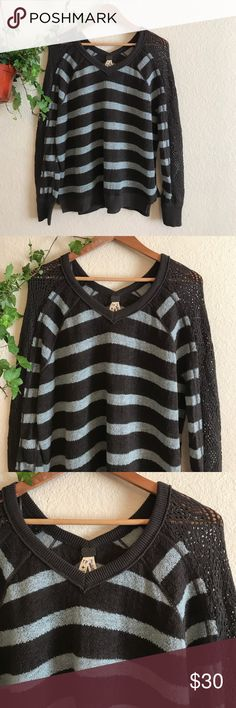 FREE PEOPLE women's Striped Pullover Sweater XS Free People We the Free women's Striped Oversized Pullover Sweater .  Super Cute and Stylish !  Size: X small.  Oversized fit .  Can fit a Small too.  In Great condition!  If you have any questions feel free to ask! Free People Sweaters