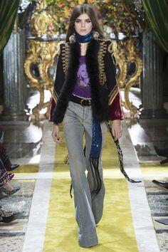 Bohemio, felino, opulento, barroco... Roberto Cavalli se reinventa en la #MFW