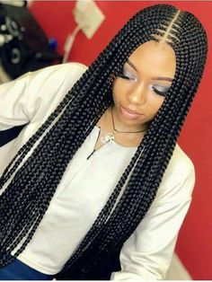 Box braids in braided bun Tied to the front of the head, the braids form a voluminous chignon perfect for an evening look. The glamorous touch: mix plum, caramel and brown locks. Box braids in side hair Placed on the shoulder… Continue Reading → Blonde Box Braids, Short Box Braids, Black Girl Braids, Braids For Black Hair, Girls Braids, Big Braids, Cornrows With Box Braids, Ghana Braids, Braids For African Hair