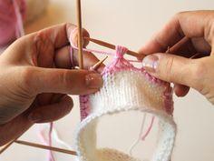 kukkaraita eli venäläinen pitsikukka Crochet Stitches, Knit Crochet, Knitting Socks, Mittens, Minecraft, Crocheting, Knit Socks, Fingerless Mitts, Crochet