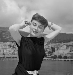 Audrey Hepburn photographed by Edward Quinn, 1951 Golden Age Of Hollywood, Classic Hollywood, Old Hollywood, Audrey Hepburn Born, Audrey Hepburn Quotes, Barbara Stanwyck, British Actresses, Hollywood Actresses, Classy Women