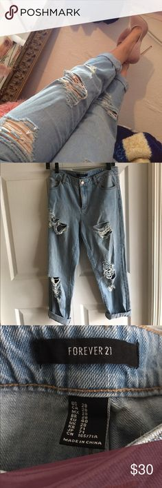 Boyfriend jeans Boyfriend jeans with distressed style Size 28 Forever 21 Pants Capris