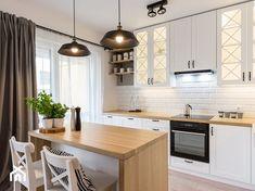Mała kuchnia z wyspą - jak ją urządzić? - Homebook Wood Floor Kitchen, Grey Kitchen Cabinets, Kitchen Cabinet Design, Wooden Kitchen, Modern Kitchen Design, Kitchen Interior, Kitchen Decor, Ikea Kitchen Inspiration, Light Grey Kitchens