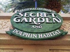 Siegfried & Roy's Secret Garden and Dolphin Habitat at the Mirage Las #Vegas
