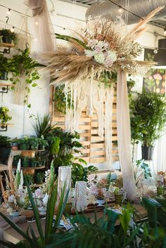 Eco-friendly modern garden wedding inspiration. Photo: @altphoto