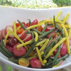 Green Bean And Tomato Salad With Tarragon Dressing - New West Physicians Baby Red Potatoes, Green Beans And Tomatoes, New West, Tomato Salad, Bean Salad, Vegetable Sides, Salads, Healthy Eating, Dressing