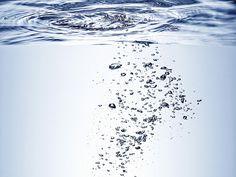Bubbles under the Surface - Fotobehang & Behang - Photowall