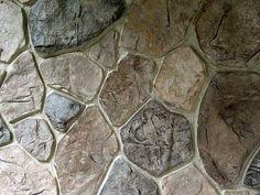 Имитация кладки из бутового камня.