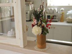 100均などで手に入る造花を竹にさして お手軽フラワーアレンジメントなんていかがでしょうか。