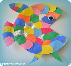 The Rainbow Fish Book Activities, Crafts, and Snack Ideas - Cute! Just cut out a mouth-shaped piece from a paper plate, and let the kids decorate! The Rainbow Fish, Rainbow Fish Crafts, Ocean Crafts, Rainbow Fish Activities, Rainbow Paper, Rainbow Fish Eyfs, Sea Life Crafts, Rainbow Rice, Decoration Creche