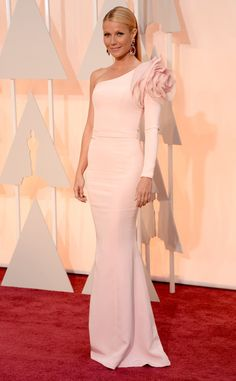 Gwyneth had another major pink moment at the Oscars (this time in Ralph & Russo) with a side of flower power.