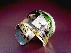 Cuff | Mirek Gomolka. Hand painted powder coated aluminium.