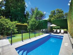 Right here we have a look at 27 cutting-edge swimming pool fence tips for residential homes, sharing some inventive, fun, and unexpected designs. Swimming Pool Landscaping, Small Backyard Pools, Small Pools, Outdoor Pool, Backyard Landscaping, Landscaping Ideas, Pool Decks, Inground Pool Designs, Backyard Pool Designs