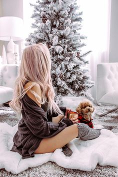 Green Brown White Christmas Decor Photo inspo Christmas photo inspo Blondie in the City by Hayley Larue # Cute Christmas Pajamas, Cozy Christmas, Little Christmas, Christmas Outfits, Christmas Cookies, Christmas Fashion, Christmas Photoshoot Ideas, White Christmas Outfit, New Year Photoshoot
