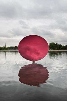 Anish Kapoor  sky mirror, red 2007  installation view Kensington gardens, London  © 2010 Dave Morgan