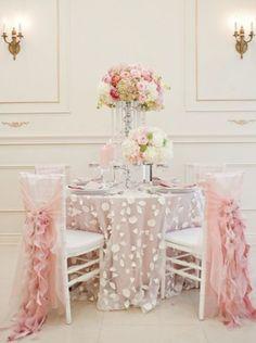 A lavishing white-pink wedding decoration! | Un decor de nunta extravagant, in roz si alb!