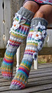 I finally found the pattern for this on ravelry. I will be making mine soon… Crochet Leg Warmers, Crochet Slippers, Wool Socks, Knitting Socks, Crochet Gifts, Knit Crochet, Knitting Projects, Crochet Projects, Knitting Patterns