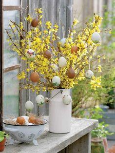 #Choinka wielkanocna, czyli ozdoba na #Wielkanoc robiona własnoręcznie! Zdj. Lene Samso/House of Pictures, Minna Mercke Schmidt/House of Pictures, FloraPress, Gap Photos #Easter