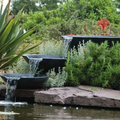 Nova Scotia, vattenfall som enkelt blir ett vackert blickfång i trädgården. Lev. med tillhörande pump.
