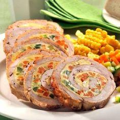 1.Curăţă morcovul, spală bine dovlecelul şi taie-le în cuburi mici, apoi pune-le la fiert în apă cu sare. Între timp taie carnea astfel încât să obţii o bucată mare şi bate-o cu un ciocan de şniţele. Dă-i un praf de sare. 2.După ce legumele s-au fiert, scurge-le şi dă-le un praf de sare. Bate bine … Pork Recipes, Baby Food Recipes, Cooking Recipes, Amazing Food Decoration, Romanian Food, Spinach Stuffed Chicken, What To Cook, C'est Bon, Food Plating