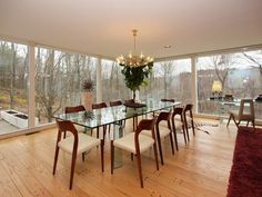 Mid Century Modern perfection by Rob Graff of Eliot Noyes Architects Dining Room Inspiration, Design Inspiration, Glass Room, Mid Century House, Mid Century Modern Design, Home Interior Design, Interior Ideas, Midcentury Modern, Home Furnishings
