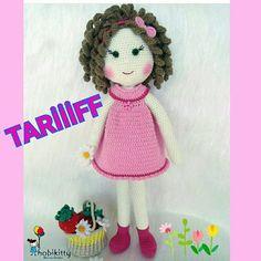 Fotoğraf açıklaması yok. Diy And Crafts, Crochet Hats, Dolls, Artwork Ideas, Crochet Dolls, Handmade Crafts, Slipcovers, Knitting Hats, Baby Dolls