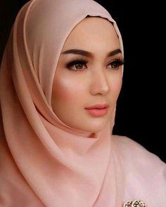 Beautiful Muslim Women, Beautiful Hijab, Hijab Barbie, Hijab Style Tutorial, Hijab Trends, Muslim Women Fashion, Muslim Beauty, Hijab Fashionista, Girl Hijab