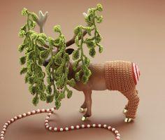 crochet plastic deer by felieke van der leest