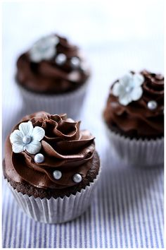 Chocolate cupcakes by Call Me Cupcake. I love the pearls! <3 I love chocolate! #chocolate, #pinsbook, https://facebook.com/apps/application.php?id=106186096099420