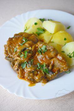 Karkówka z pieczarkami to przepysznie przygotowane mięso, które doskonale komponuje się z ziemniakami oraz kaszą. Przygotujesz je w okolo godzinę. Quesadilla, Pork, Impreza, Cooking, Sweet, Ethnic Recipes, Blog, Essen, Kale Stir Fry